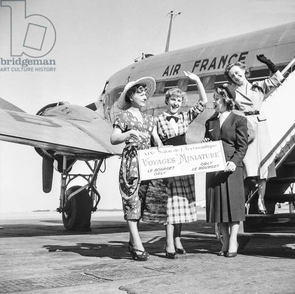 Aviation show, Paris, June 14, 1951 : Air France is organizing short flights over Paris, here French actresss Micheline Francey, Paulette Dubost and Anouk Ferjac at Orly airport after flight from Le Bourget (b/w photo)