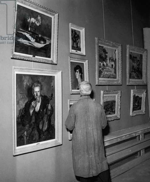 "Paintings exhibited at the ""Salon d'hiver"" (art exhibition) in Paris, October 19, 1950 (b/w photo)"
