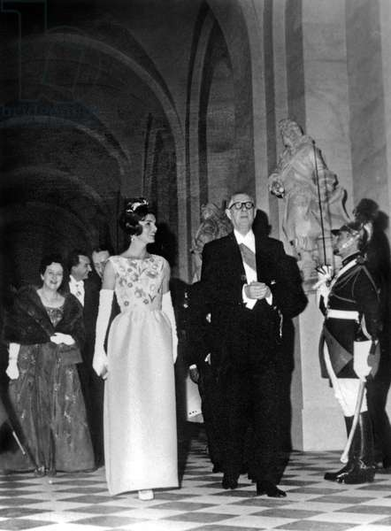 French President De Gaulle (Right) With Jackie Kennedy (Left) Wearing Givenchy Dress in Versailles June 2, 1961 during Official Visit in France. Behind : Mrs Yvonne De Gaulle (b/w photo)