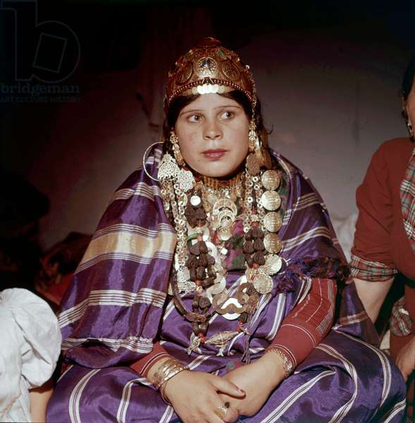 Jewish Woman in Djerba, Tunisia Wearing The Traditional Suit 80'S (photo)