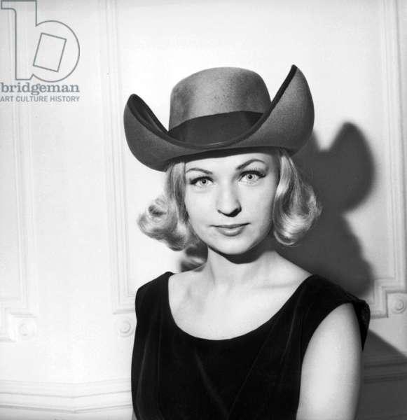 Tamara Gouznov (Elected As Miss World 1963) Presents A Planter Hat In Havana Sheet, Model Albouy, July 19, 1962. Neg: B46377 (b/w photo)