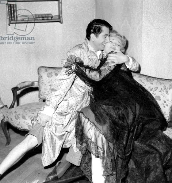 Daniel Gelin et Zsa-Zsa Gabor sur le plateau du film « Love in A Hot Climate » 25 août 1953 (photo b/s)