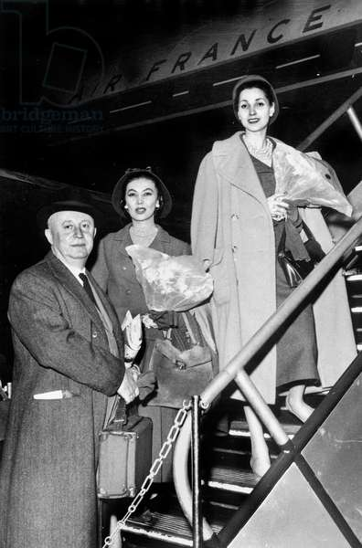 French Couturier Christian Dior (1905-1957) With Two Models Before Flying To New York April 6, 1957 Mode (b/w photo)