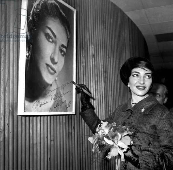 Soprano Maria Callas Signing One of her Poster at Orly Paris Airport Before Going To Chicago January 16, 1958 (b/w photo)
