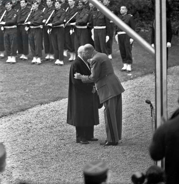 General De Gaulle et Sir Winston Churchill (b/w photo)