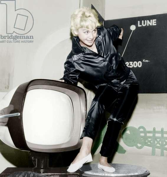 New Model of Tv presented by Model Vilno on June 24, 1958 (photo)