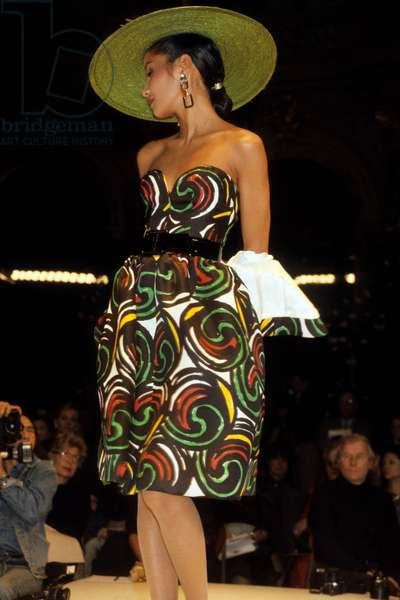 Presentation of Fashion By Nina Ricci For 1985 Summer : Bustier Dress and Hat (photo)
