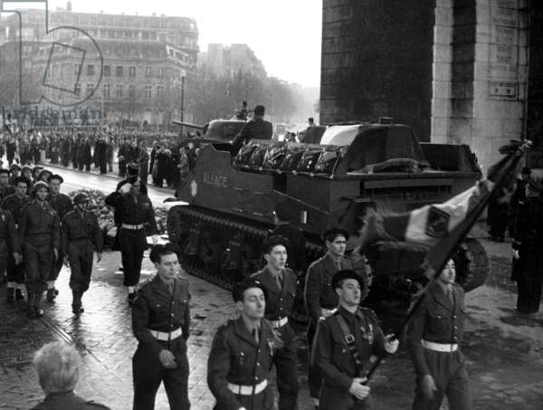 Some French Soldiers Parade Under The Arc De Triomphe, during The General Jacques Philippe Leclerc'S Funeral, in Paris, on December 8Th, 1947 (b/w photo)