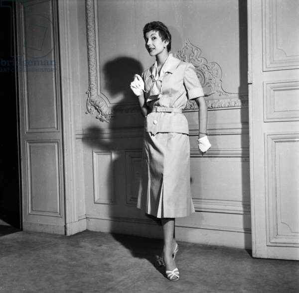 Fashion By Hubert De Givenchy For Spring 1955, February 21, 1955, Paris : Women'S Skirt Suit (b/w photo)