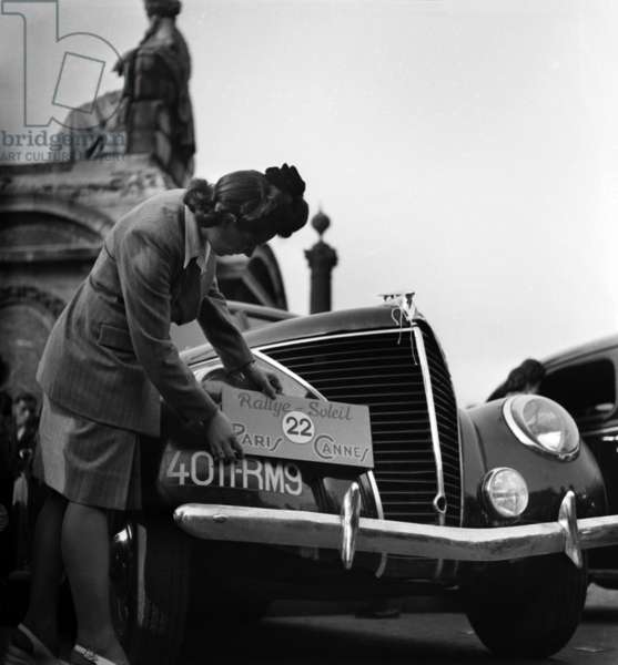 Departure of The Rally Paris Cannes, France, April 19, 1946 (b/w photo)