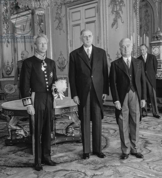 Danish ambassador Eyvind Bartels, french president general Charles de Gaulle, and Louis Joxe, Elyseee, Paris, September 24, 1960 (b/w photo)