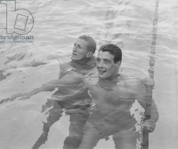 Swimming : return game after the Olympic Games, Paris, September 10, 1960 : swimmers David Theile and Robert Christophe (b/w photo)