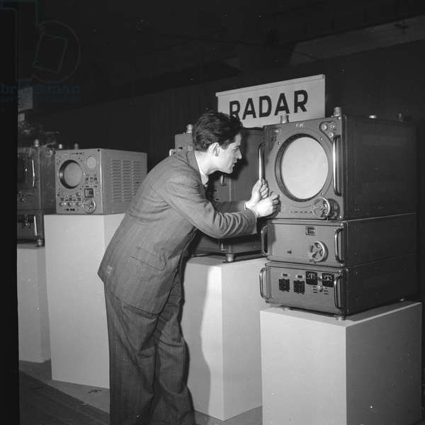"A radar showned at the Exhibition ""Electronics"", at the exhibition center of the Porte de Versailles, Paris, 1950"
