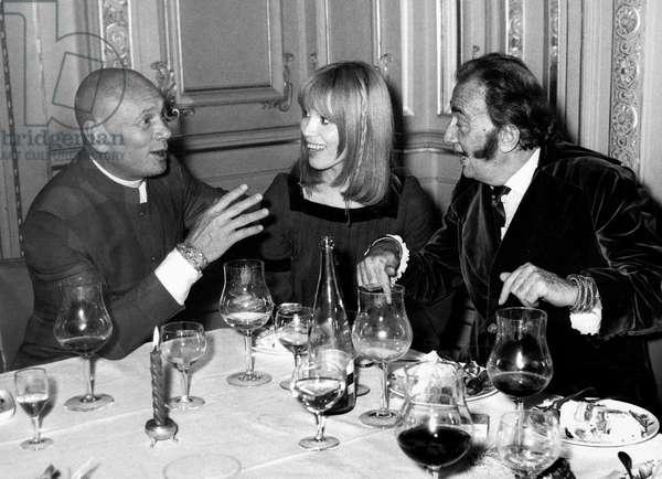 Yul Brynner, Amanda Lear Et Salvador Dali at Premiere of Revue in Famous Parisian Cabaret Lido December, 13 1973 (b/w photo)
