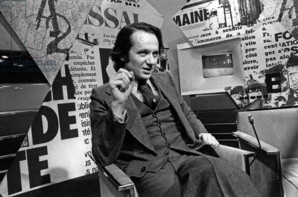 """Jean-Marie Cavada During The Tele Show """"C'Et A Die"""" December 17, 1975 Neg: Cx8485 (b/w photo)"""