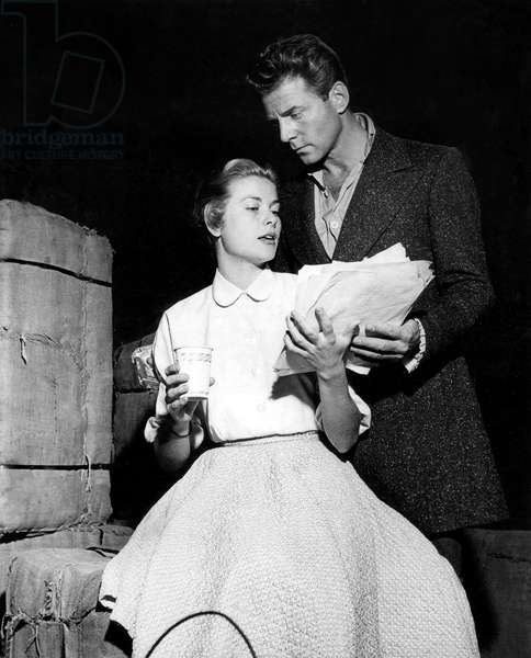 Grace Kelly et Jean Pierre Aumont on set of tvmovie The way of the eagle 1953  (photo)