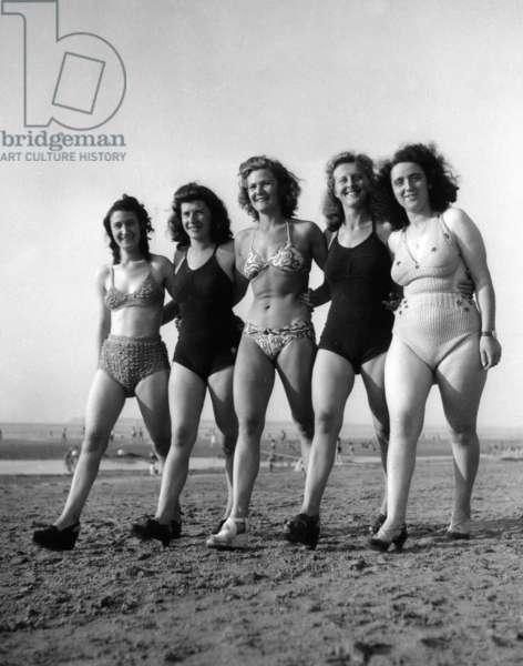 Young Holidays Sur La Plage A Deauville July 1946 (b/w photo)