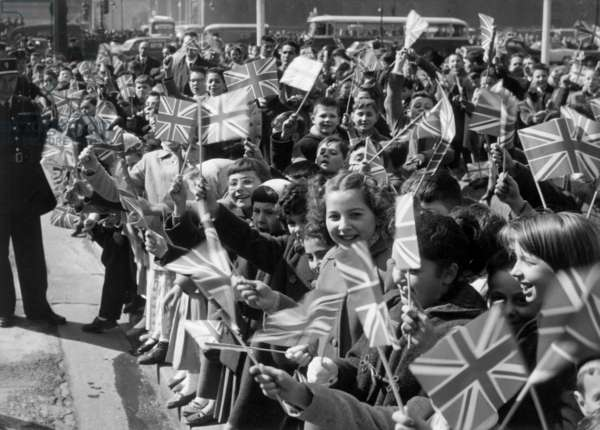 Visit of Queen Elizabeth Ii of England in Paris on April 12, 1957 : here Children With British Flags (b/w photo)
