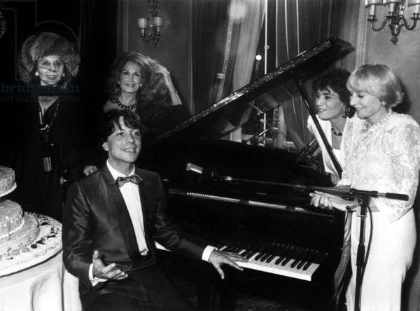 Singer Herve Vilard Celebrating 20Th Anniversary of his Career, With Alice Sapritch Nicoletta Dalida Annie Cordy Linda De Suza at Fouquet'S Bar November 20, 1984 (b/w photo)