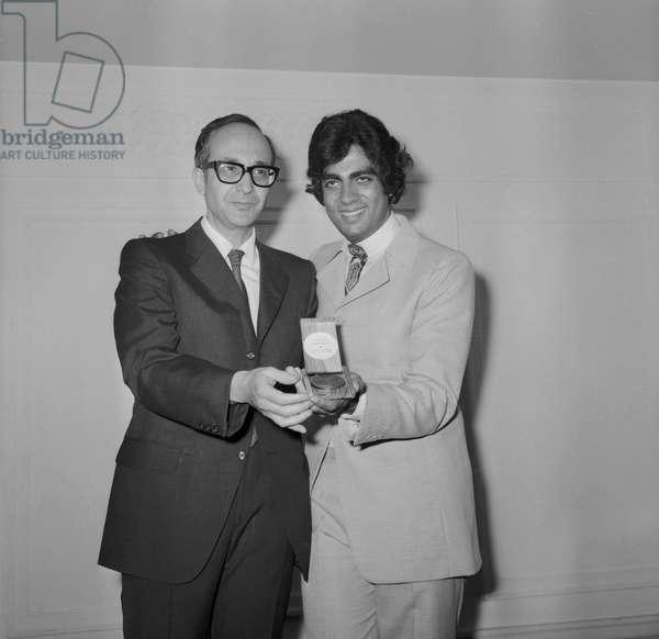 Israel Tourist Office Manager Mr Vidar awarding French singer Enrico Macias the 'Shalom' (peace) medal on June 24, 1970