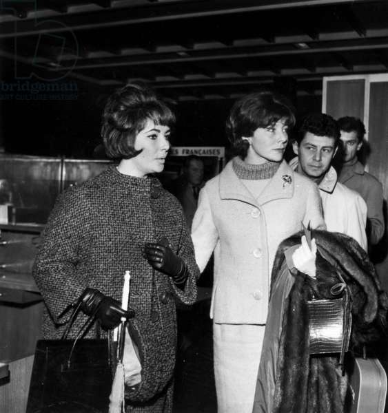 Elizabeth Liz Taylor With Model Bettina and Eddie Fisher in Orly Paris Airport Before Flying To Hollywood December 1, 1960 (b/w photo)