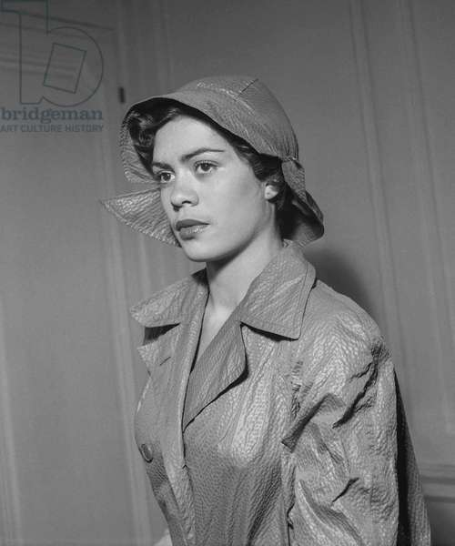 Paquin fashion, Paris, August 30, 1949 : trenchcoat and hat (b/w photo)