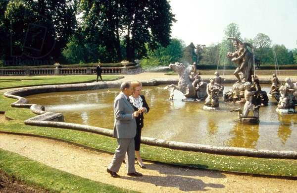 French President Francois Mitterrand and English Prime Minister Margaret Thatcher on April 5, 1990 (photo)