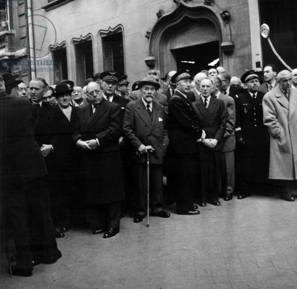 Funeral of Louis Breguet (Aircraft Manufacturer) in 1955 : L-R : Marcel Dassault (Hat), Henry Potez, Jacques-Louis Dumesnil, General Martial Valin, Maurice Bellonte  (b/w photo)