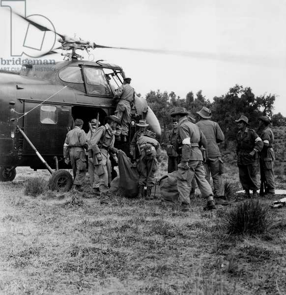 Provision of Fresh Supplies For French Soldiers By Helicopter on The West of Thamr and in The South of El Lacia in 1956 during The War in Algeria (b/w photo)