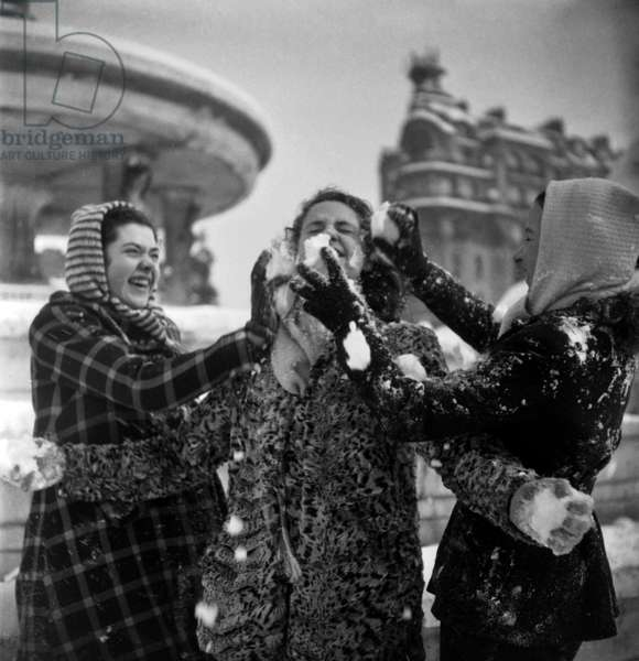 Snow in Paris, February 22, 1948 : Young Women Entertaining (b/w photo)