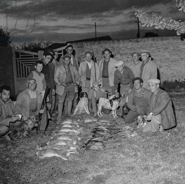 Open season for hunting in France, August 28, 1960 : hunters with dogs and game (b/w photo)