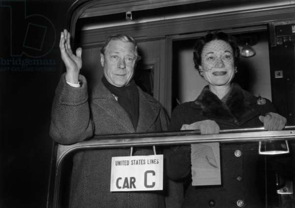 Departure For New York From Paris : Duke Edward of Windsor (Former King Edward viii) and his Wife Duchess of Windsor (Wallis Simpson) December 10 1954 (b/w photo)
