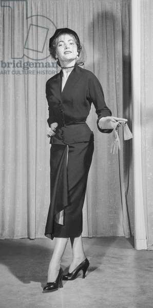 Presentation of fashion by Marcel Rochas, Paris, November 1950 : dress (b/w photo)
