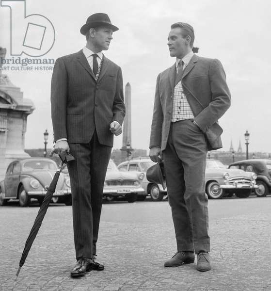 Gentlemen fashion on the place de la Concorde in Paris, October 13, 1960 (b/w photo)