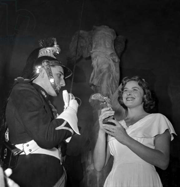 Victoires Du Cinema Francais Prize Giving Ceremony at The Louvre Museum in Paris in Front of The Winged Victory of Samothrace, September 26, 1948 : Ingrid Bergman (b/w photo)