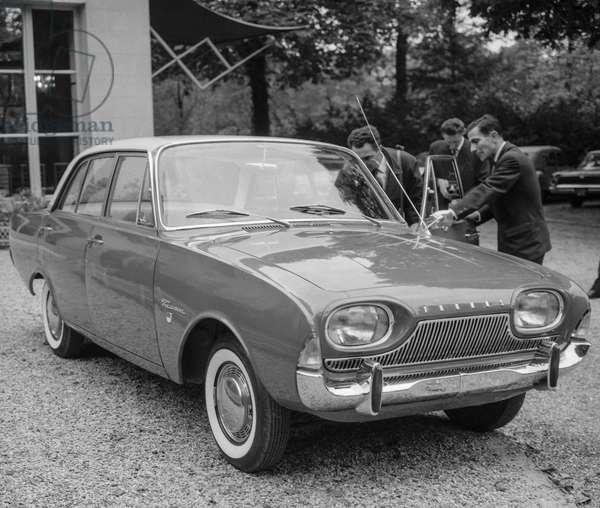 "Showing of the German car ""Ford Taunus 17M"" at the Pre Catelan, Paris, October 13, 1960 (b/w photo)"