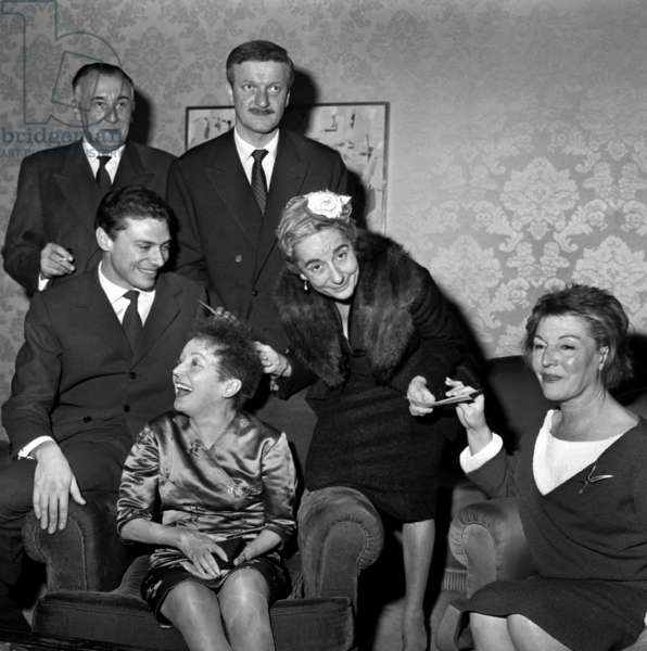 De Haut En Bas Et De Gauche A Droite: Paul Gilson, Ithier Martali, Anne Manella, Edith Piaf Et Marguerite Monnot Le 15 Novembre 1960 Neg:B7281 --- Upper-Down L-R Paul Gilson, Ithier Martali, Anne Manella, Edith Piaf and Marguerite Monnot November 15, 1960 (b/w photo)