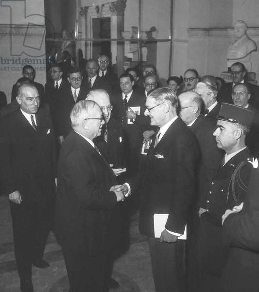 Exhibition about English book at the Bibliotheque Nationale, Paris, November 16, 1951 : French president Vincent Auriol and English writer T. S. Eliot (b/w photo)
