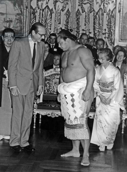 Jacques Chirac, Mayor of Paris, and Sumo Champion Takezawa at Paris Town Hall October 9, 1986 (b/w photo)