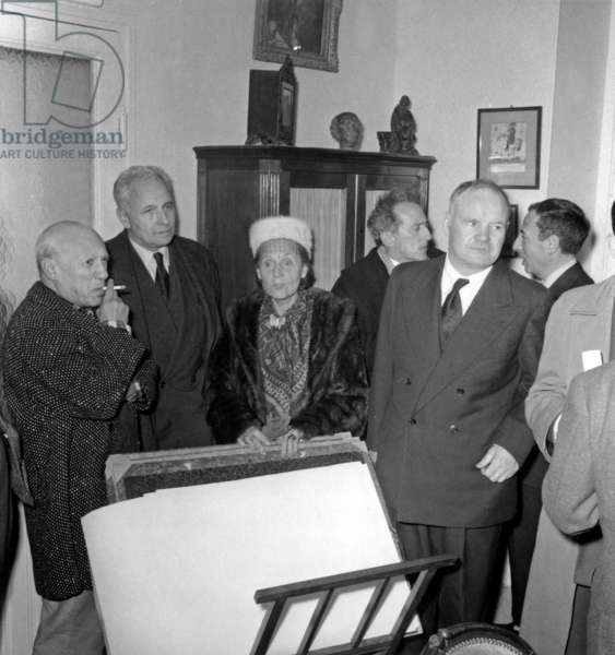 Pablo Picasso, Louis Aragon, Elsa Triolet, Jean Cocteau and Maurice Thorez, at the opening of a Picasso Exhibition in Nice, 22nd December 1956 (b/w photo)