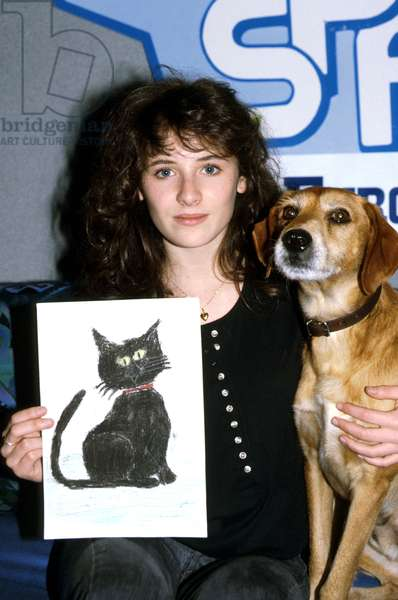French Singer Elsa in 1988 Chairing Children Drawing Contest Organised By The French Society For The Prevention of Cruelty To Animals December 01, 1988 (photo)
