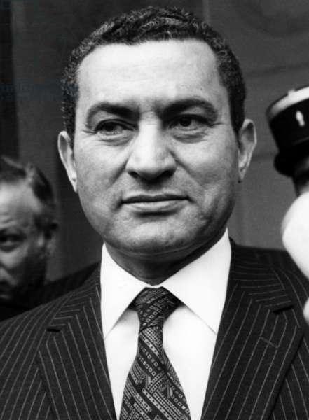 President Hosni Mubarak Meets in Paris Rolanddumas 7 March 1985 (b/w photo)