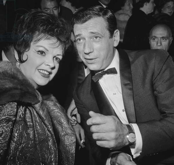 "Premiere of film ""Let's make love"" at the Palais de Chaillot in Paris on October 4, 1960 : Judy Garland and Yves Montand (b/w photo)"