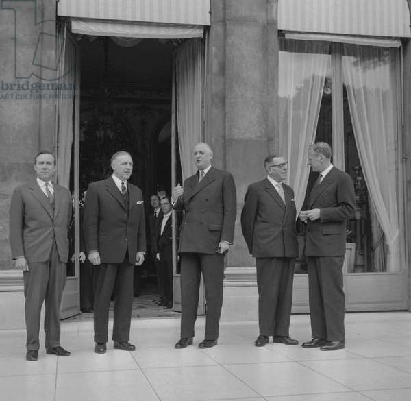 Meeting between France and Luxemburg, Elysee, Paris, September 17, 1960 : Michel Debre, Pierre Werner, general Charles de Gaulle, Eugene Schaus and Maurice Couve de Murville (b/w photo)