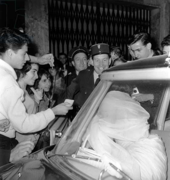 """Dalida in A Car Surrounded By Admirers For Premiere of Film """"Juke Box"""" September 5, 1959 (b/w photo)"""