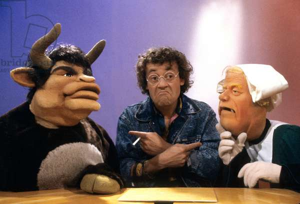 Jean Roucas With The Puppets of The TV Programmem Le Bebete Show : The Bull (Bernard Tapie) and Becassine (Jean Marie Le Pen) in 1988 (photo)