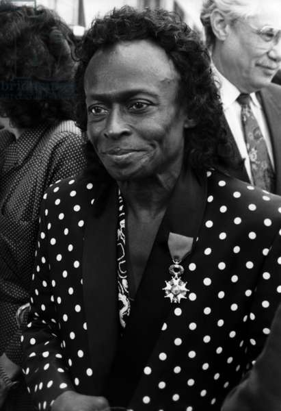 Miles Davis Decors The Legion of Honour Cross at the Ministry of Culture By Jacklang. July 16, 1991 (b/w photo)