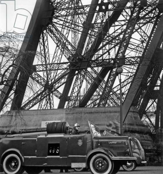 The Fire At The Eiffel Tower Declares On The 3rd Floor Where The Facilities Of The French Television On January 3, 1956 (b/w photo)