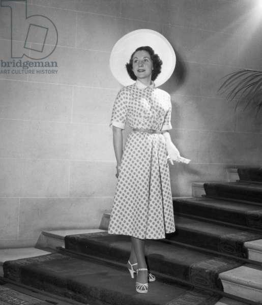 Women Fashion By Jane Sylvain, Paris, February 1949 (b/w photo)