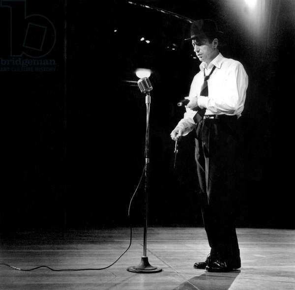 Yves Montand En Concert Dans Les Annees 50 60 Singer Yves Montand on Stage in The 50'S 60'S Scene Micro (b/w photo)